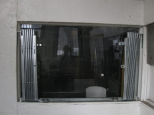 #1 IEP HD Pair Retail Window Gates Contracted