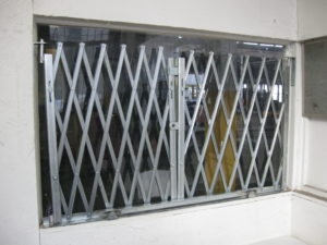 IEP HD Pair Retail Window Gates Locked
